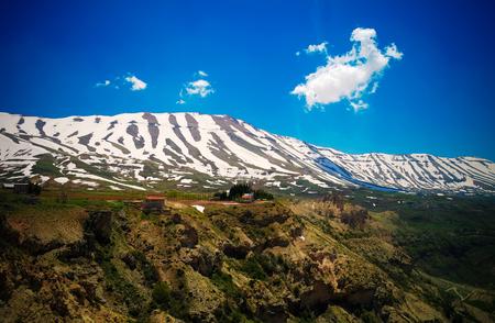 山とカディーシャ渓谷レバノンで別名聖なる谷に風景を見る