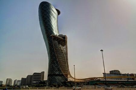 センター 20160205 アブダビ アラブ首長国連邦のアブダビ市の高層ビル