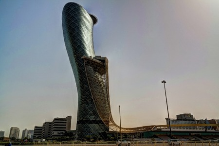 아부 다비 시내 중심가의 고층 빌딩 02-05-2016 Abu Dhabi UAE 스톡 콘텐츠 - 83763669