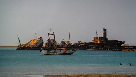 Panorama van Berbera haven en strand met boten, Somalië Stockfoto