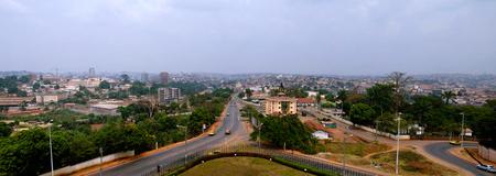 카메룬의 수도 Yaounde에 공중 도시보기