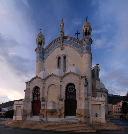 Exterior view to Cathedrale Notre Dame dAfrique, Algiers, Algeria 스톡 콘텐츠