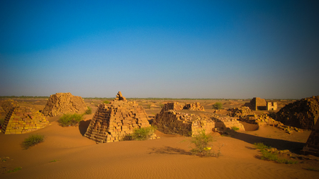 Panorama of Meroe pyramids in the desert at sunrise, Sudan, Banque d'images - 96364945