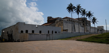 Exterior view to Elmina castle and fortress in Ghana Editoriali
