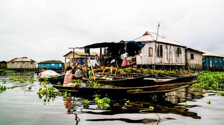 Stilt houses in the village of Ganvie Tofinu people - 02 november 2015 Nokoue lake in Benin 에디토리얼