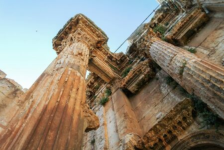 Bottom-up view tu Ruins of Bacchus temple ,Baalbek, Bekaa valley Lebanon Reklamní fotografie