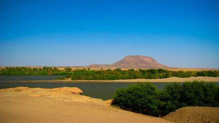 Panoramisch landschap met de rivier de Nijl in de buurt van Sai-eiland in Kerma, Sudan