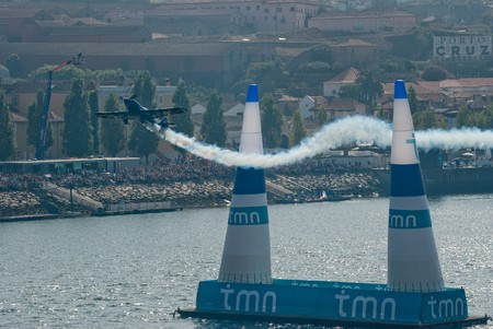 PORTO, PORTUGAL - SEPTEMBER 7: Michael Goulian (USA) during the Red Bull Air Race event on September 12, 2009 in Porto, Portugal.