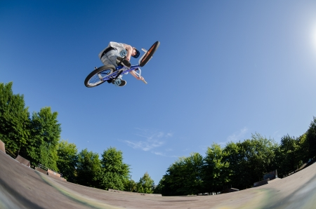High BMX jump in a skate park. Фото со стока - 14932634