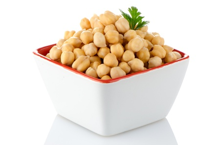 Closeup of a bowl with boiled chickpeas on a white background Standard-Bild