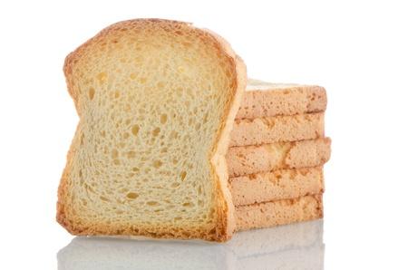melba: Varias piezas de pan tostado dorado sobre fondo blanco. Foto de archivo