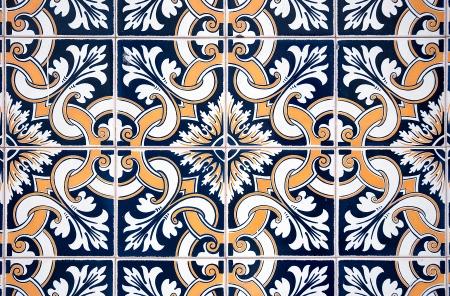 Old typisch portugiesischen Kacheln genannt Azulejos aus den Außenwänden eines alten Hauses in Lissabon getroffen Lizenzfreie Bilder