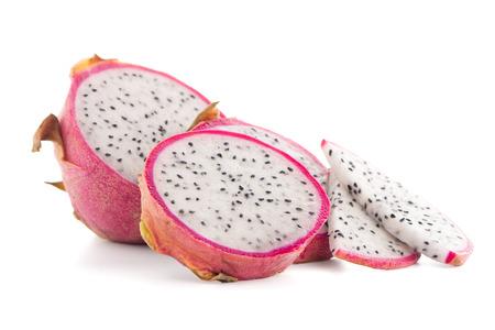 fruta tropical: Pitaya o fruta del dragón aislados sobre fondo blanco.