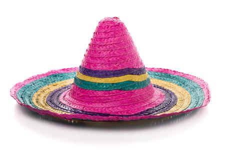 traje mexicano: sombrero mexicano colorido sobre un fondo blanco. Foto de archivo