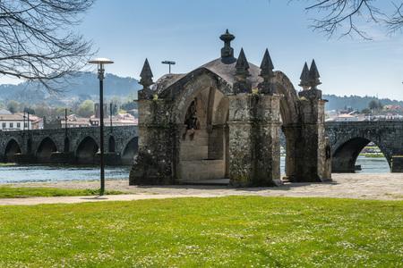 Die als Nationaldenkmal eingestufte Kapelle wurde im 18. Jahrhundert im Barockstil wieder aufgebaut, nachdem sie teilweise durch das Hochwasser zerstört worden war.