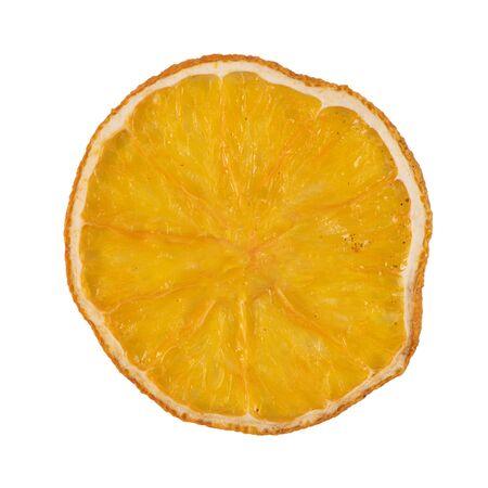 Gedroogd schijfje sinaasappel geïsoleerd op een witte achtergrond. Stockfoto