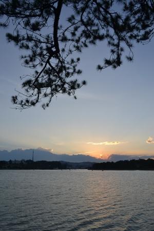 picknick: Sunset at Dalat, Vietnam