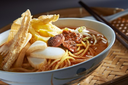 mee: Malaysia Favorite Spicy Noodle Laksa With Fish Cake And Cockle Stock Photo