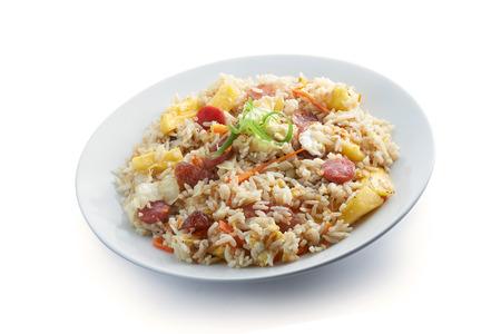 arroz chino: Arroz frito con el fondo limpio cocinero con la piña Foto de archivo