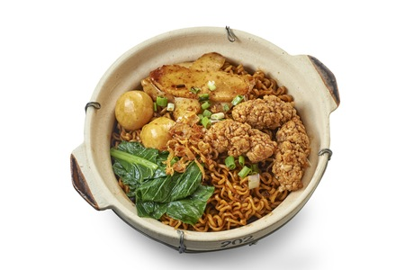 Clay Pot Mee with Cooked Ingredients