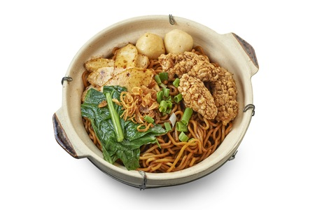Clay Pot Noodle with Cooked Ingredients Reklamní fotografie