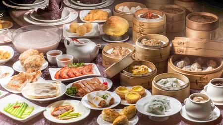 중국 딤섬 전체 테이블 스톡 콘텐츠
