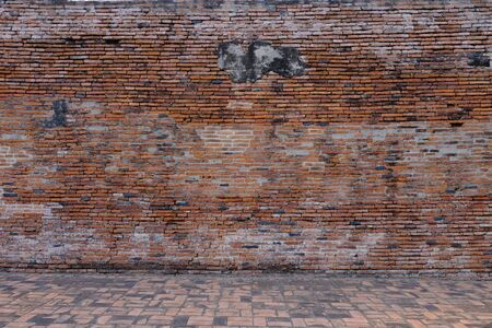 The ancient wall is an important tourist attraction in Ayutthaya. Imagens