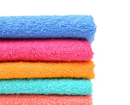 Pile de serviettes douces isolé sur blanc Banque d'images - 98463377