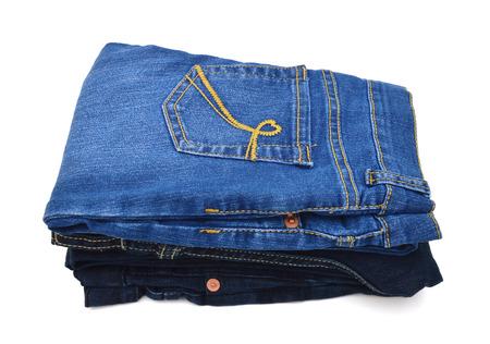 Pile de jeans bleu sur fond blanc Banque d'images - 98463419