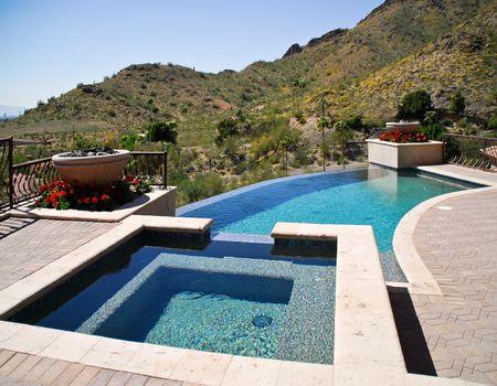 pool and spa on desert hilltop Imagens