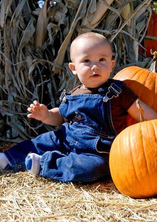 baby boy and pumpkins Imagens