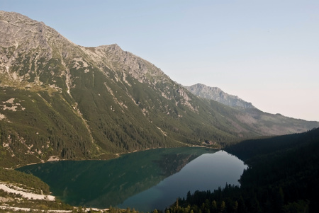 morskie: Morskie Oko lake with peaks around in Tatry mountains
