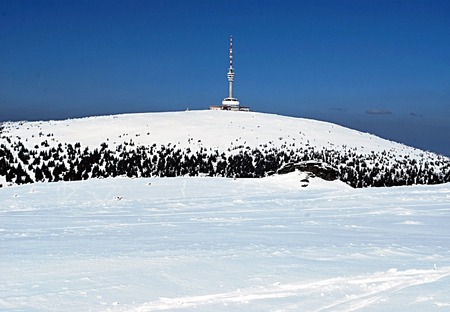 destination scenics: Petrovy kameny and Praded hill with TV transmitter in early spring Hruby Jesenik mountains with clear sky Stock Photo