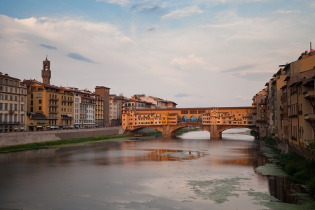 ponte vechio: Ponte Vecchio and river Arno in Florence, Tuscany, Italy, Europe
