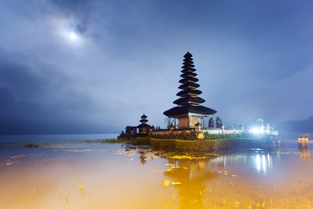 Pura Ulun Danu temple at night with moon on a lake Bratan, Bali, Indonesia Foto de archivo