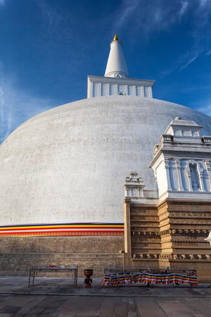 dagoba: View of the Mahatupa or Ruwanweliseya big Dagoba in Anuradhapura, Sri Lanka, Asia