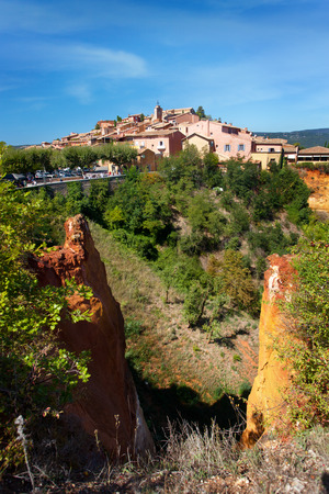 luberon: Famous red cliffs with beautiful village Roussillon Vaucluse, Luberon, Provence, France