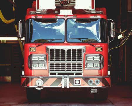 voiture de pompiers: Vue rapprochée du camion de pompiers vintage, peu profond DOF