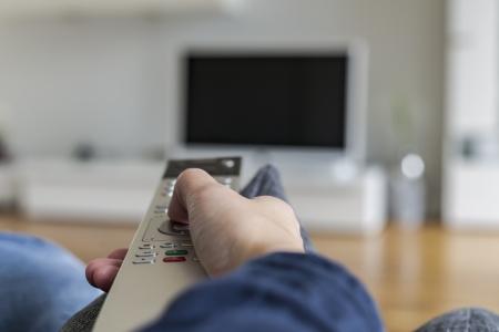 リモート制御間の切り替えを持つ人チャネル自宅でシネマ