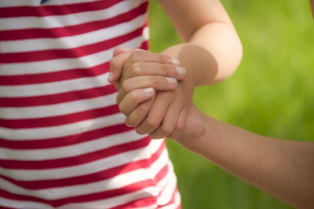 holding close: child takes mothers hand