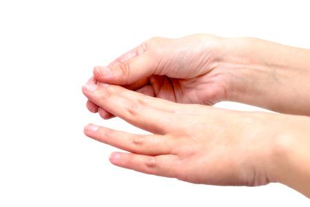 Close-up van vrouwelijke handen, terwijl de toepassing vochtinbrengende lotion om beschadigde en droge huid te herstellen, op een grijze achtergrond Stockfoto