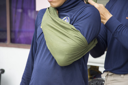 improvise shoulder dislocate by cloth triangle apply