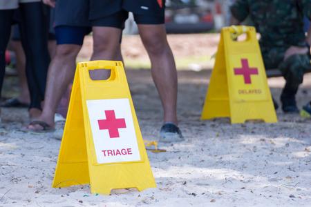 イエロー ラベルは、水災害の患者の分離を示す