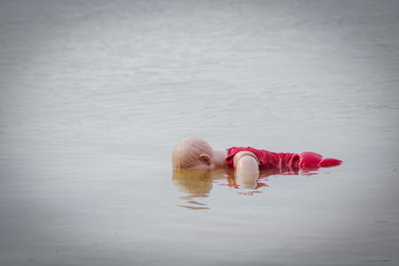 child model drowning wear life jacket on the water 스톡 콘텐츠
