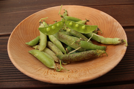 valerian plant: Healthy organic green peas in a wooden bowl