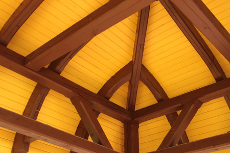 pitched roof: Roof ridge and rafters