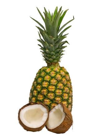 pi�as: Pi�a, frutas tropicales y el coco aislados