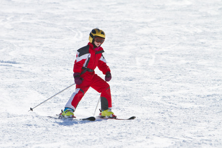 10 years girls: Little girl skiing downhil