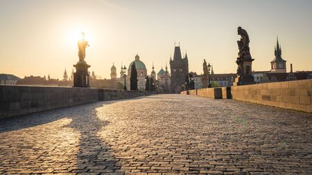 Famous Charles Bridge in Prague. Scenic view of baroque statues and the Old Town in the morning. No people on the bridge due to Covid-19 outbreak in April 2020 Banque d'images
