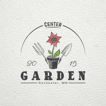 Una granja de cultivo de flores. Herramientas de jardinería Shop. Garden Center establece. Viejo grunge retro vintage. Rasguñado, dañado, efecto sucio. Tipográfico etiquetas, pegatinas, insignias y distintivos. Ilustración vectorial Flat Foto de archivo - 47500345